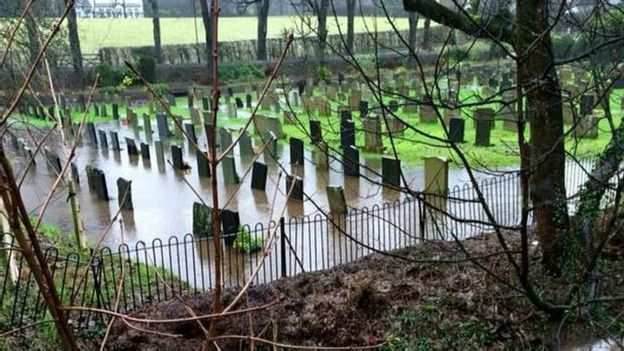 151226171310_flood_graveyard_624x351_moreenbaldwin_nocredit